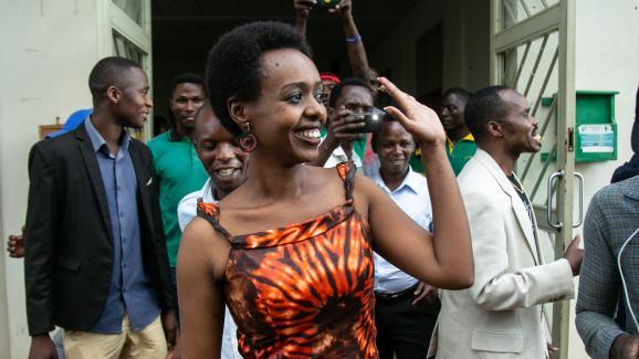 L\'opposante politique Diane Rwigara le 6 décembre 2018, à Kigali, aprèsson acquittement. Elle était accusée d\'incitation à l\'insurrection.