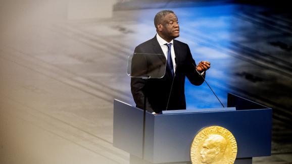 Le médecin congolais Denis Mukwege, le 10 décembre 2018, pendant le discours prononcé lors de la cérémonie de remise du prix Nobel de la paix qu\'il partage avec la militante irakienne Nadia Murad.