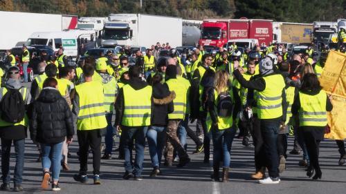 """""""Gilets jaunes"""" : des centaines de manifestants délogés d'un péage à la frontière franco-espagnole"""