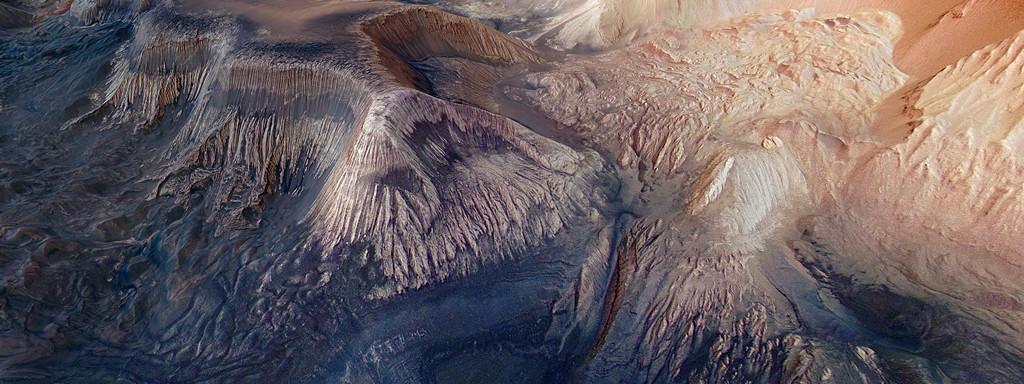 Le canyon d'Hebes Chasma sur Mars.