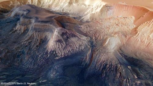 Mars : les images incroyables du cratère de Korolev, rempli de glace sur la planète rouge  https://www.lci.fr/sciences/planete-mars-les-images-incroyables-du-cratere-de-korolev-rempli-de-glace-2108223.html?utm_medium=Social&utm_source=TwitterEchobox=1