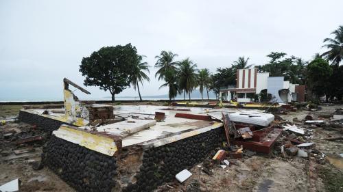 """Tsunami en Indonésie: """"Le bilan est susceptible de s'alourdir dans les jours à venir"""", selon MSF"""