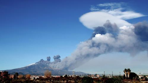 Sicile : un séisme de magnitude 4,8 frappe la région du volcan Etna, en éruption