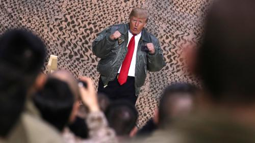 Donald Trump fait une visite surprise aux troupes américaines en Irak