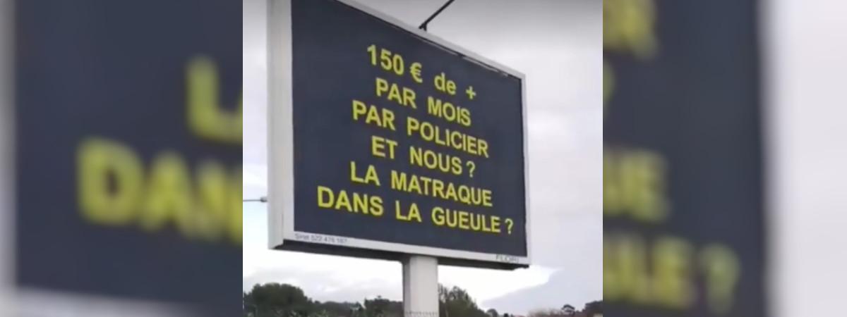 Capture d\'écran d\'une vidéo publiée sur Instagram, jeudi 27 décembre, montrant un panneau publicitaire à La Seyne-sur-Mer (Var).