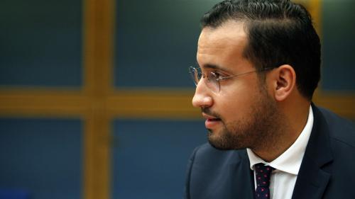L'Elysée indique n'avoir reçu aucune information sur l'utilisation des passeports diplomatiques d'Alexandre Benalla