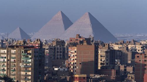Egypte : au moins deux morts dans l'explosion d'un bus de touristes près des pyramides de Gizeh