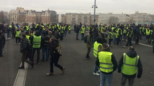 """DIRECT. """"Gilets jaunes"""" : une mobilisation timide pour """"l'acte 7"""" du mouvement, quelques heurts à Paris, Nantes et Rouen"""