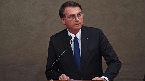 """Brésil : Jair Bolsonaro veut """"garantir"""" le port d'armes à feu pour les Brésiliens au casier judiciaire vierge"""
