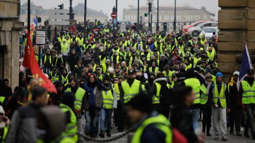 """""""Acte 7"""" des """"gilets jaunes"""" : 12 000 manifestants mobilisés en France en milieu d'après-midi, nettement moins que la semaine dernière"""