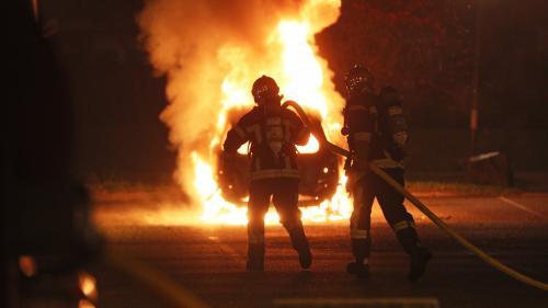 """Voitures incendiées, délit de fuite, """"gilets jaunes""""... la nuit du Nouvel An émaillée d'incidents dans plusieurs régions de France"""