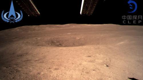 La Chine réussit le premier alunissage jamais réalisé sur la face cachée de la Lune