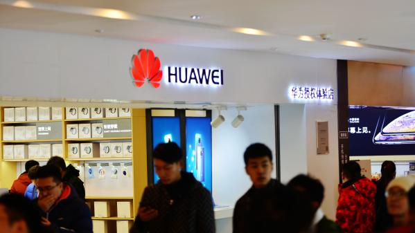 Le fabricant chinois de smartphones Huawei punit des employés ayant tweeté avec un iPhone