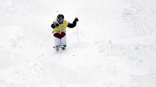 """Réchauffement climatique : """"Je me demande si dans 10 ans, je pourrai encore faire du ski"""", s'inquiète la championne olympique Perrine Laffont   https://www.francetvinfo.fr/meteo/neige/rechauffement-climatique-je-me-demande-si-dans-10-ans-je-pourrai-"""