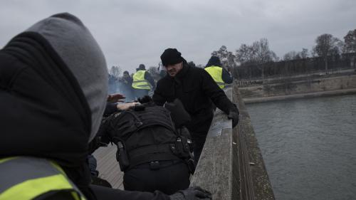 """""""Gilets jaunes"""" : qui est Christophe Dettinger, l'ancien boxeur accusé d'avoir frappé des gendarmes?"""