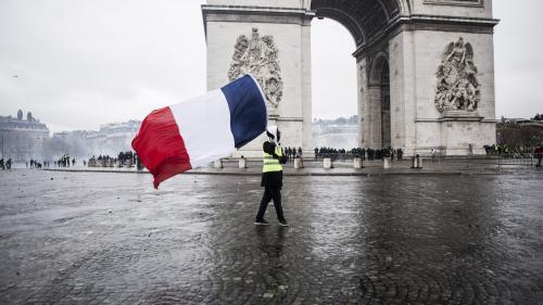 """""""Gilets jaunes"""" : un deuxième homme interpellé dans l'enquête sur le vol d'un fusil d'assaut le 1er décembre à Paris"""