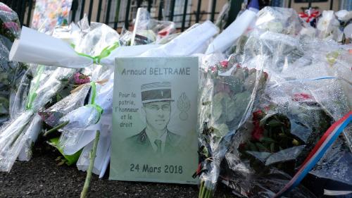 """""""Arnaud est mort comme il a vécu"""" : Damien Beltrame raconte son frère dans un livre   https://www.francetvinfo.fr/faits-divers/terrorisme/attaques-terroristes-dans-l-aude/arnaud-est-mort-comme-il-a-vecu-damien-beltrame-raconte-son-frere-dans-un-livre_3135"""