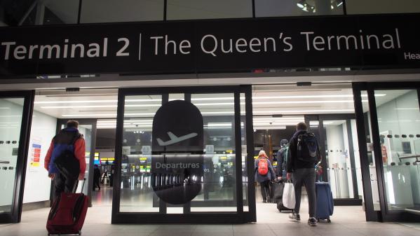 Royaume-Uni : le trafic aérien brièvement perturbé à Heathrow après un signalement de drone