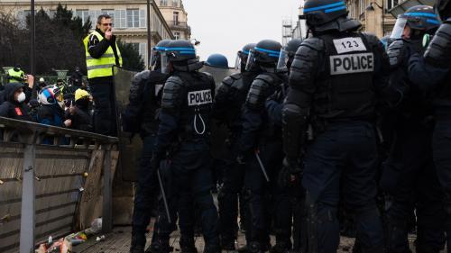 """VIDEO. Horodateurs enlevés, commerces barricadés... Comment Bourges se prépare à l'""""acte9"""" des """"gilets jaunes"""""""