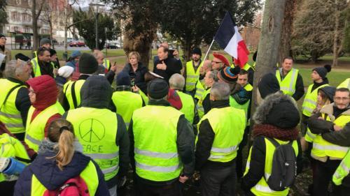"""""""La haine se focalise sur nous"""": les députés LREM face à la crise des """"gilets jaunes"""""""
