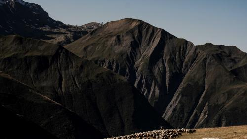 Savoie : deux poids lourds bloqués dix heures sur une route de montagne à cause d'une erreur de GPS