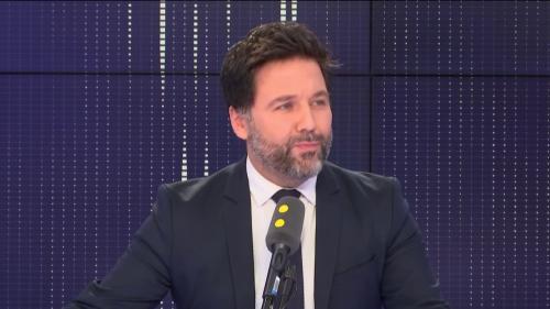 """Suppression des allocations : """"On ne peut pas imaginer que la précarisation réglera la violence scolaire"""", estime le député LREM Hugues Renson"""