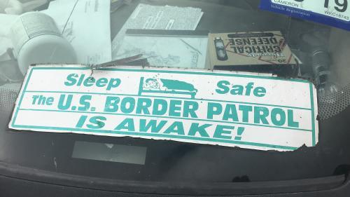 """""""Vous pouvez voir leurs traces"""" : avant la construction du mur entre les États-Unis et le Mexique, des milices s'organisent pour stopper les migrants à la frontière"""