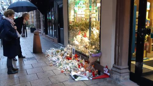 Un mois après l'attentat de Strasbourg, plus d'un millier de personnes ont bénéficié de la cellule d'urgence psychologique   https://www.francetvinfo.fr/faits-divers/terrorisme/fusillade-a-strasbourg/un-mois-apres-l-attentat-de-strasbourg-plus-d-un-millie