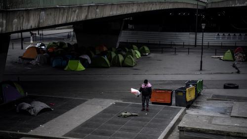 L'Etat va créer 1 200 places de mise à l'abri pour les migrants installés dans des campements à Paris