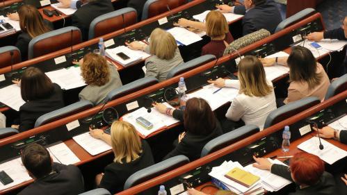 Macédoine : le parlement valide le changement de nom du pays