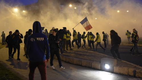 "DIRECT. ""Gilets jaunes"" : plus de 50 000 manifestants en France, situation toujours tendue à Bordeaux"