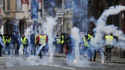 Gilets jaunes : une équipe de LCI agressée à Rouen  https://www.lci.fr/police/acte-ix-des-gilets-jaunes-une-equipe-de-lci-agressee-a-rouen-2109955.html?utm_medium=Social&utm_source=TwitterEchobox=1547319012…pic.twitter.com/E6d5iqjeE0