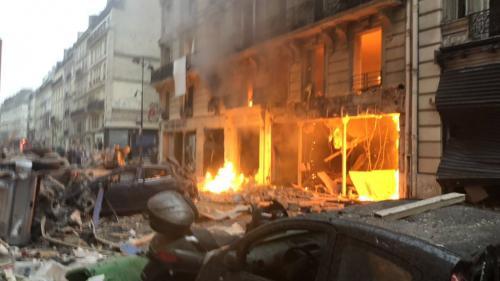 """Explosion d'un immeuble à Paris : """"J'ai cru qu'il y avait un tremblement de terre"""""""