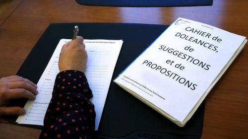 """INFO FRANCEINFO. Grand débat national : les préfets chargés de désigner un """"référent"""" dans chaque département"""