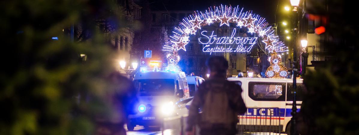Des forces de police sécurisent l\'entrée du centre-ville de Strasbourg (Bas-Rhin), après l\'attaque menée par Chérif Chekatt, le 11 décembre 2018.