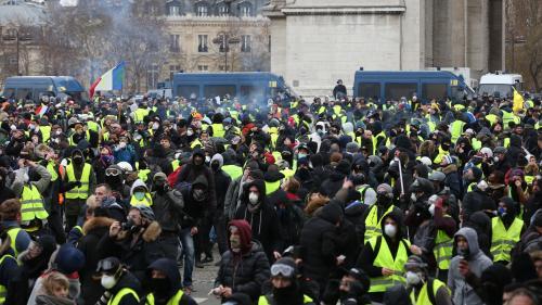 """""""Gilets jaunes"""" : """"Ces personnes étaient là pour me faire du mal"""", témoigne une journaliste agressée samedi à Paris"""
