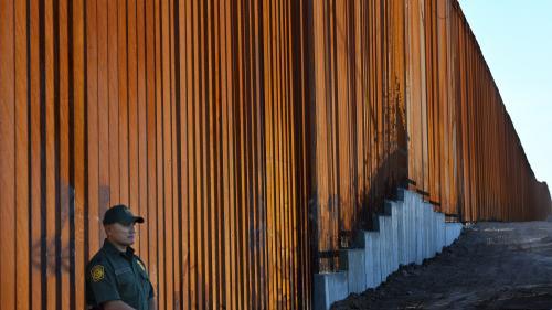 franceinfo junior. Pourquoi les États-Unis veulent construire un mur à la frontière avec le Mexique ?