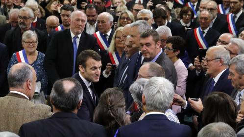 """DIRECT. """"C'est pas parce qu'on remettra l'ISF que la situation d'un seul 'gilet jaune' va s'améliorer. Ça, c'est de la pipe !"""", lance Emmanuel Macron"""