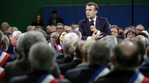 """""""Faire quelque chose qui soit mieux accepté"""" : Emmanuel Macron se dit ouvert à des aménagements sur la limitation à 80 km/h"""