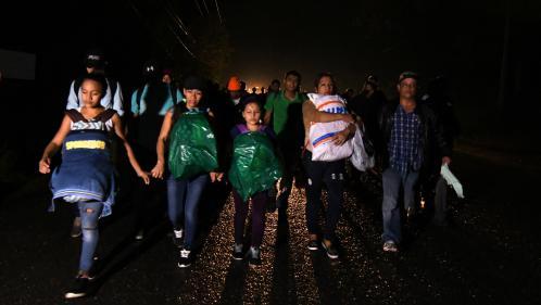 """Une nouvelle """"caravane"""" de migrants en route vers les Etats-Unis"""
