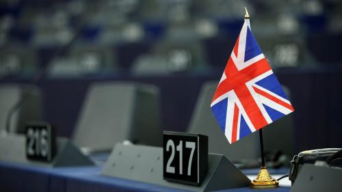 Brexit : quels scénarios pour Theresa May après le rejet de la motion de censure ?