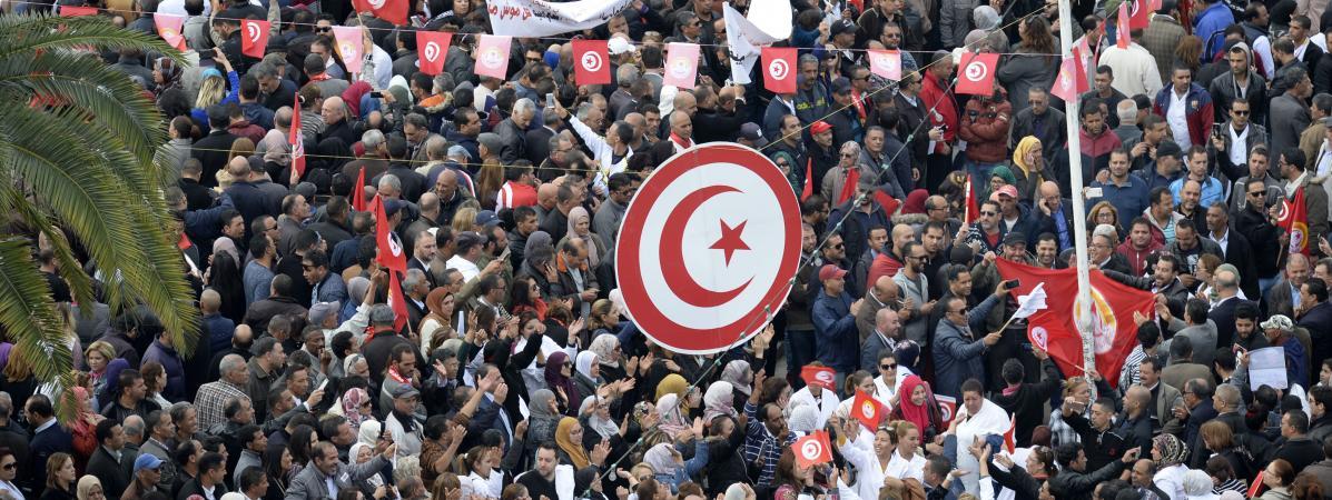 tunisie jour de gr ve g n rale pour une hausse des salaires. Black Bedroom Furniture Sets. Home Design Ideas
