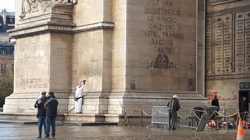 """INFO FRANCE BLEU. Un """"gilet jaune"""" du Doubs placé en détention pour avoir saccagé l'Arc de Triomphe à Paris"""