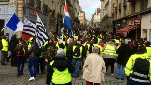 """""""Gilets jaunes"""": non, une manifestante n'est pas morte lors de la mobilisation à Rennes"""