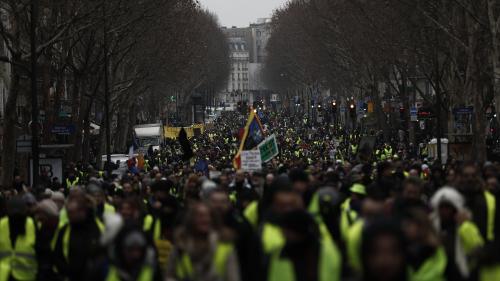 """VIDEO. """"Gilets jaunes"""" : après dix semaines de mobilisation, comment le mouvement a-t-il évolué ?"""