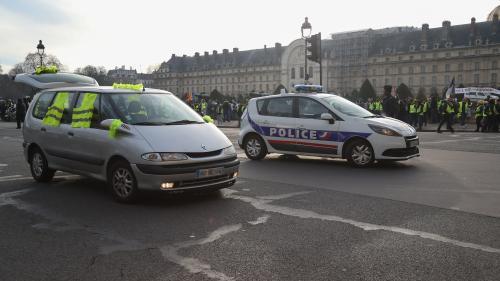 """DIRECT. A Paris, les """"gilets jaunes"""" se rassemblent sur l'esplanade des Invalides"""