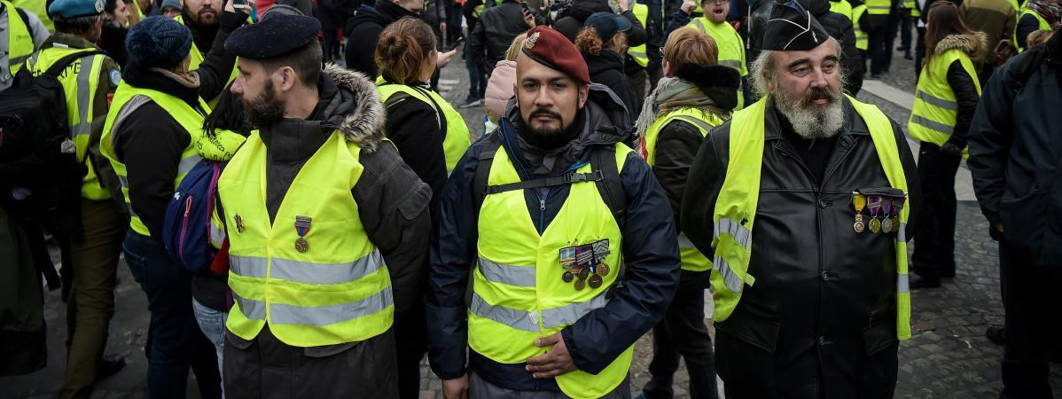 """""""Gilets jaunes"""" : des anciens combattants du Donbass encadrent les manifestations"""