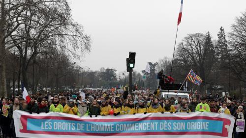 Paris : environ 7 400 personnes manifestent contre l'avortement