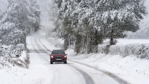"""""""Un front qui va circuler d'Ouest en Est"""" : entre 5 et 10 cm de neige attendus mardi en France"""