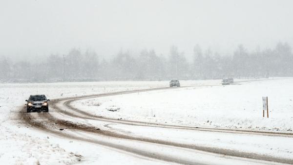 Météo : 24départements du Nord, du Centre et de l'Ile-de-France en vigilance orange à la neige et au verglas